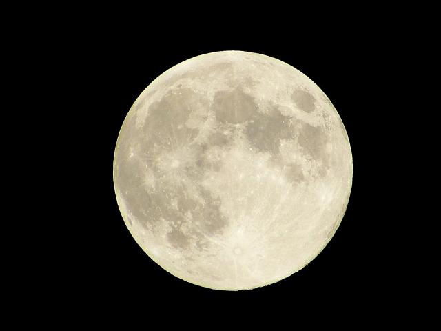 スーパームーン2021、2022はいつ?見頃の時間、満月と呼び方の違いも2